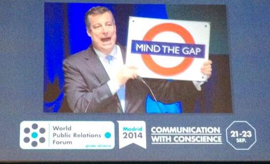 """Rob Flaherty CEO de Ketchum en un momento de su intervención en el WPRF 2014 """"Comunicar con conciencia""""."""